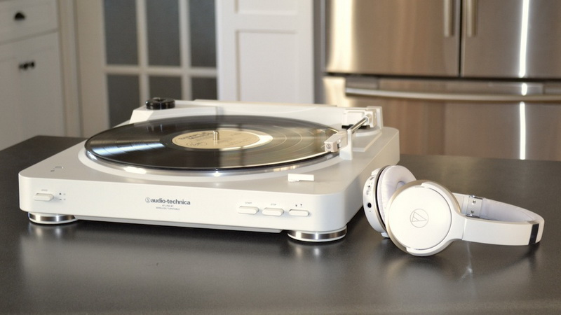Audio-Technniica-Bluetooth-turntable-and-headphones-review.jpg