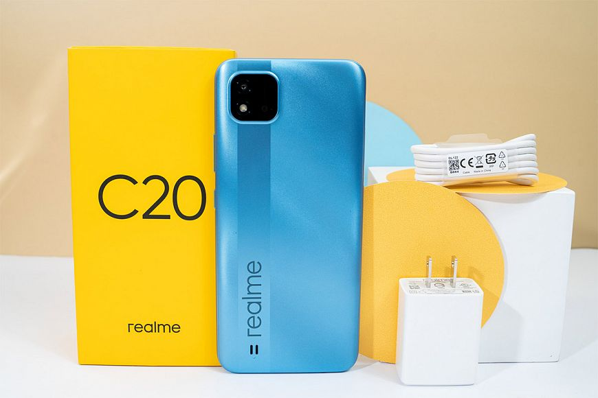 """realme C20 - entry-level """"king of entertainment"""" with a capacious battery and a large screen"""