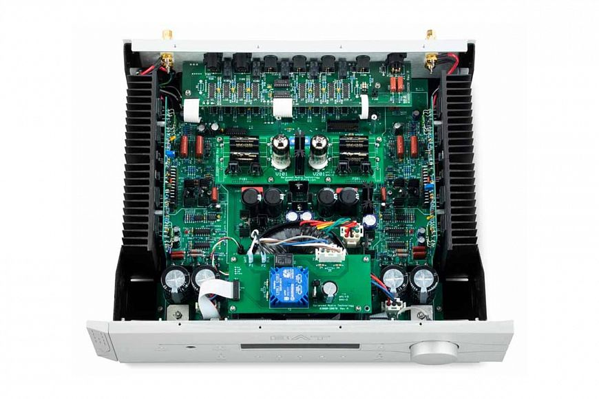 BAT VK-3500 - hybrid integrated amplifier with balanced circuitry